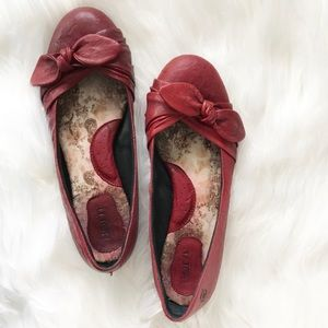 Born Red Ballet Flats w/ Bow in Sz 8
